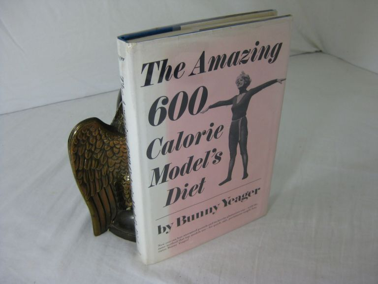 THE AMAZING 600 CALORIE MODEL'S DIET. Bunny Yeager, Harry W. Schaefer.