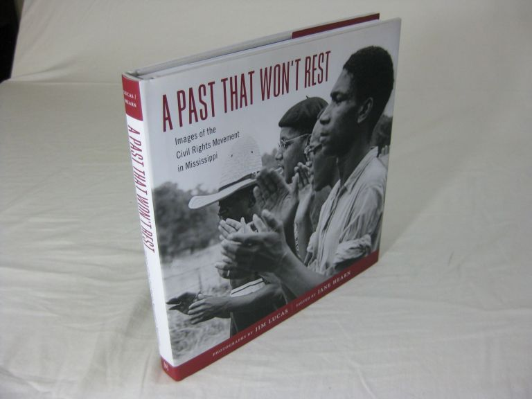 A PAST THAT WON'T REST: Images of the Civil Rights Movement in Mississippi. Jane Hearn, Charles L. Overby.