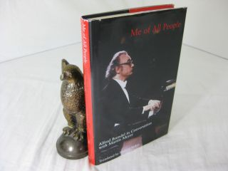 ME OF ALL PEOPLE; ALFRED BENDEL IN CONVERSATION WITH MARTIN MEYER. Alfred Brendel, Richard Stokes